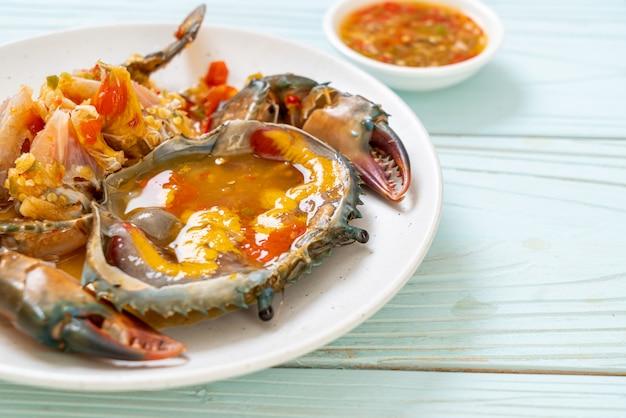 Uova di granchio sottaceto con salsa