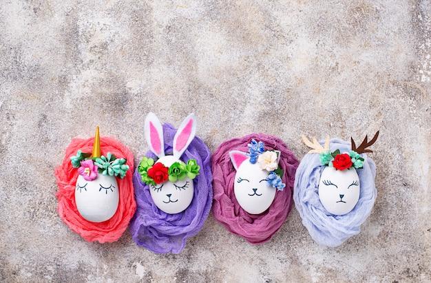 Uova di pasqua a forma di coniglio, gatto e cervo