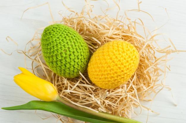 Uova di pasqua all'uncinetto gialle verdi