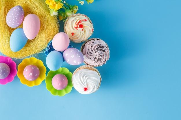 Uova di pasqua con cupcakes