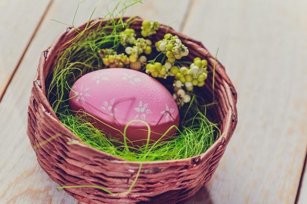 Uova di pasqua dipinte in colori pastello