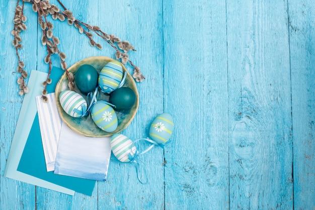 Uova di pasqua e carte