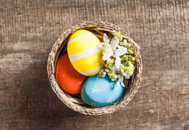 Uova di pasqua nel nido