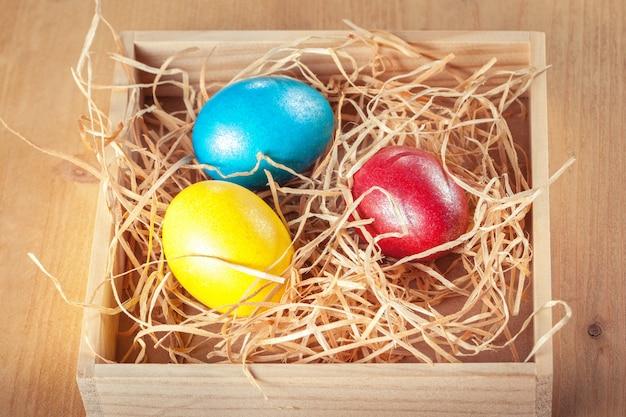 Uova di pasqua nella scatola