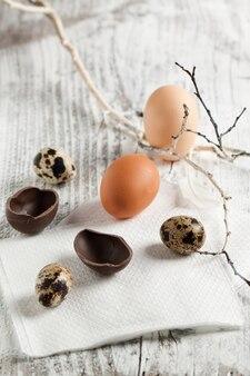 Uova di pasqua quaglia, pollo e cioccolato