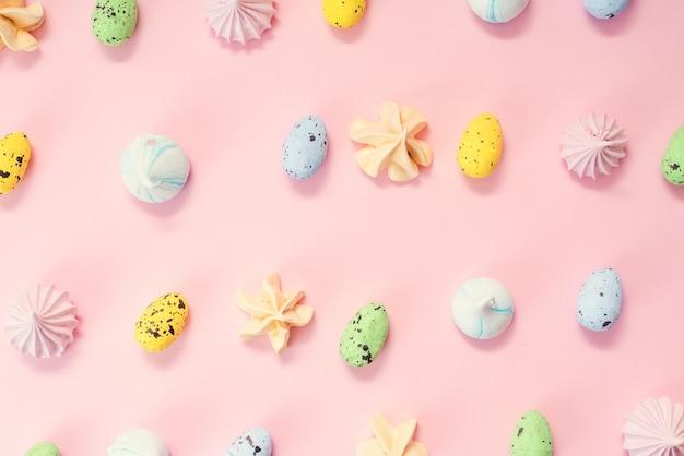 Uova di quaglia e meringhe multicolori