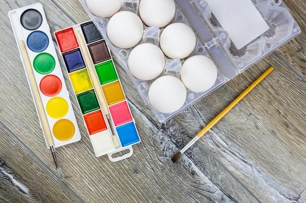 Uova e vernice per pasqua