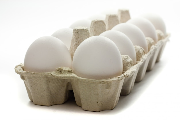 Uova fresche in scatola