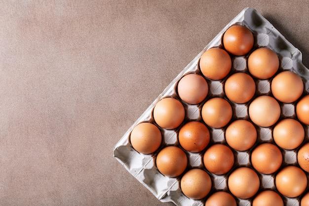 Uova in scatola di cartone