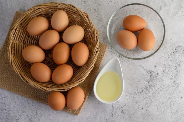 Uova per preparare il pasto di cottura