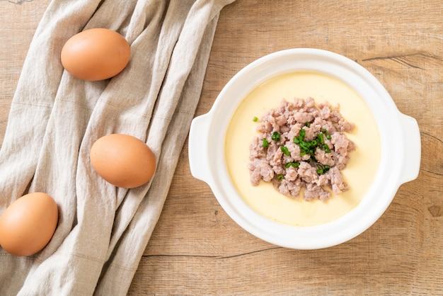 Uovo al vapore con carne di maiale tritata