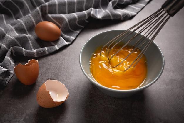 Uovo al vapore su cemento.