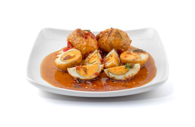 Uovo con salsa al tamarindo (kai look keuy o uova del genero)