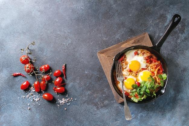 Uovo fritto con verdure