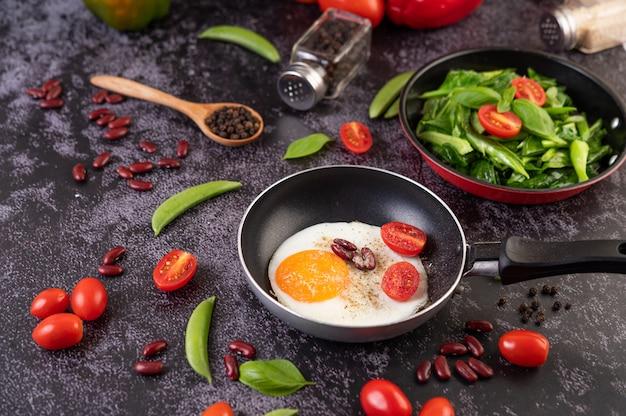 Uovo fritto in padella.