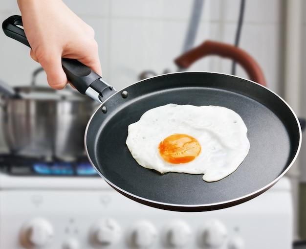 Uovo fritto in padella