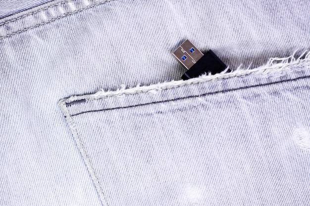 Usb flash 3.0 nella tasca dei jeans