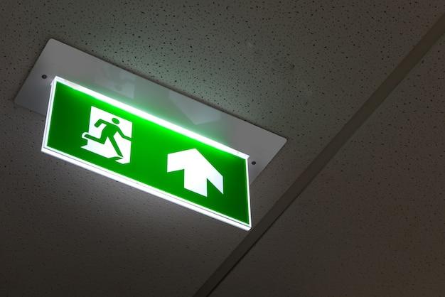 Uscita antincendio, segnale di uscita di emergenza verde