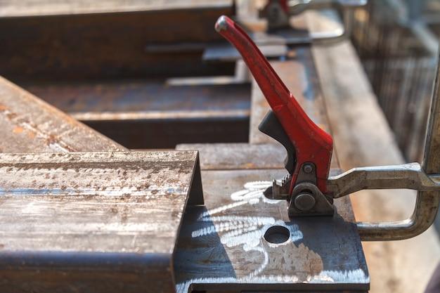 Uso del morsetto nella costruzione