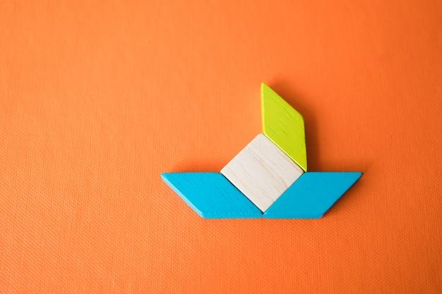 Uso del puzzle tangram per l'educazione e il concetto creativo