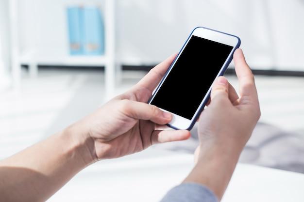 Utilizzando la connessione internet ad alta velocità sul telefono cellulare