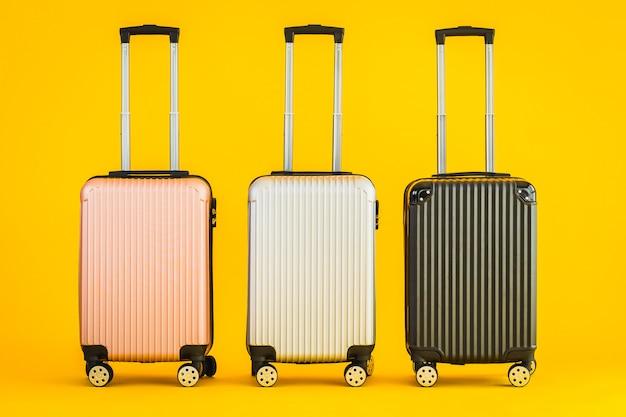 Utilizzo del bagaglio o del bagaglio di colore rosa grigio nero per i viaggi di trasporto