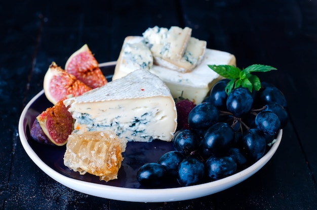 Uva, formaggio, fichi e miele