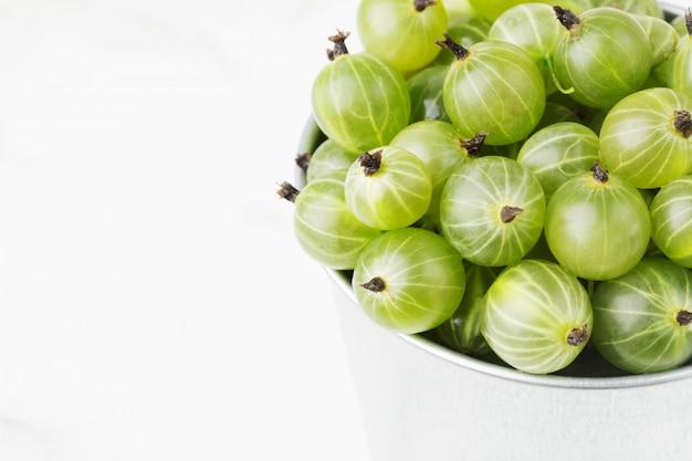 Uva spina mature verdi