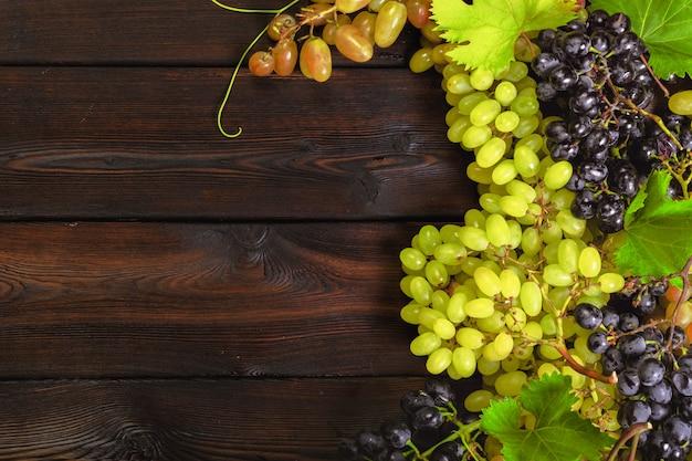 Uva su legno