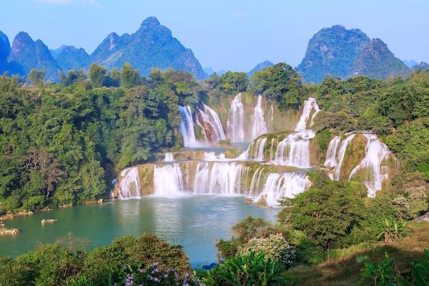Vacanza all'aria aperta estate asiatica scenica
