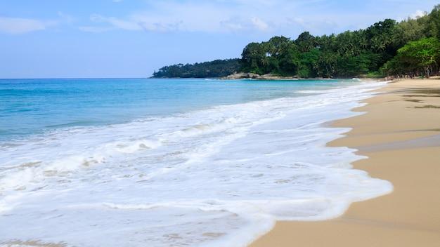 Vacanza estiva phuket tailandia della spiaggia del surin di vista del paesaggio
