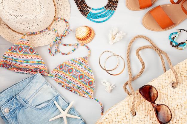 Vacanze estive, viaggi, concetto di turismo piatta laici