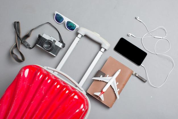 Valigia con accessori viaggiatore
