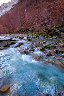 Valle dei pirenei huesca spagna di valle de ordesa del fiume di arazas