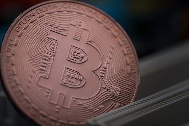 Valuta digitale bitcoin sulla scheda madre