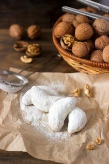 Vanilkipferl - mezzaluna alla vaniglia, biscotti tradizionali. biscotti fatti in casa