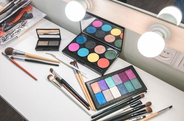 Vari prodotti di bellezza. set di cosmetici professionali
