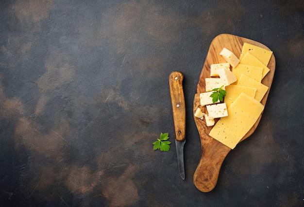Vari tipi di formaggi a fette