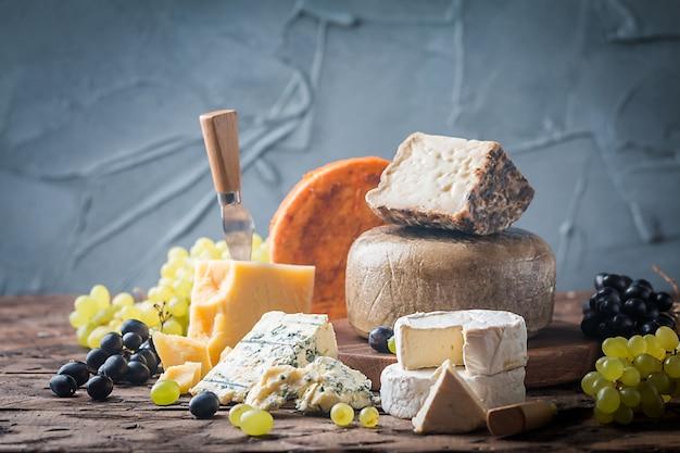 Vari tipi di formaggio