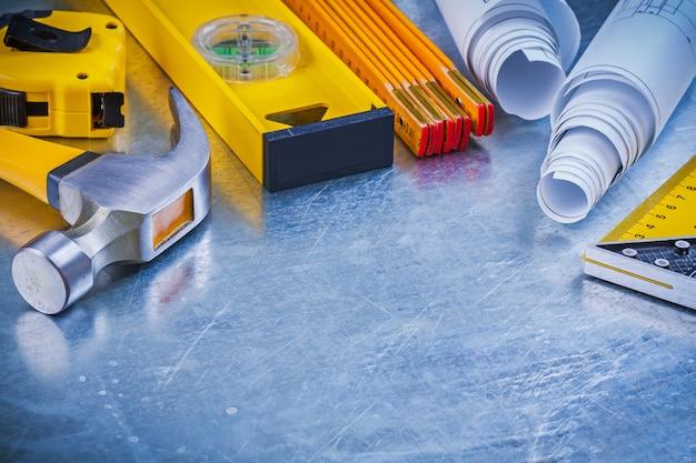 Variazione degli attrezzi della costruzione sul concetto metallico della costruzione del fondo