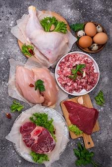 Varie carni crude, fonti di proteine animali