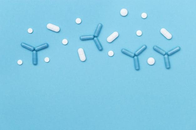 Varie pillole macro in forma di molecola.