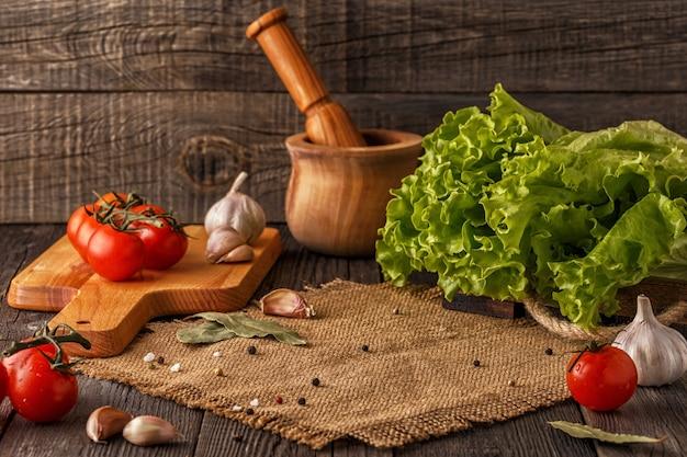 Varie verdure, erbe e spezie