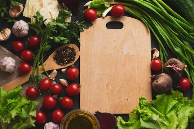 Varie verdure sul tavolo. cibo salutare