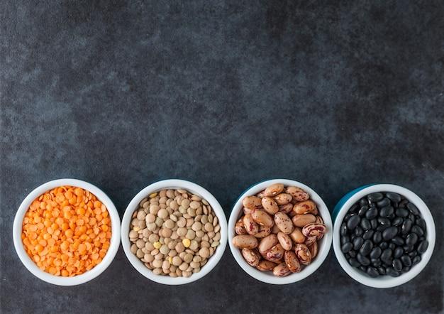 Varietà di fagioli e cereali
