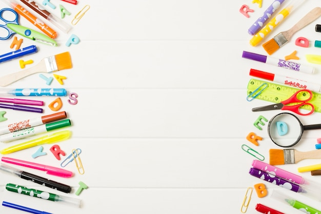 Varietà di materiale scolastico