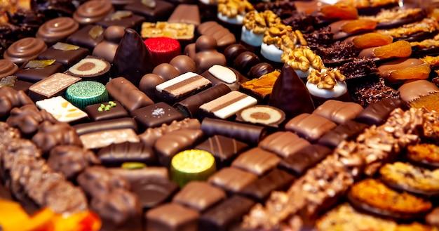 Varietà di piccoli cioccolatini