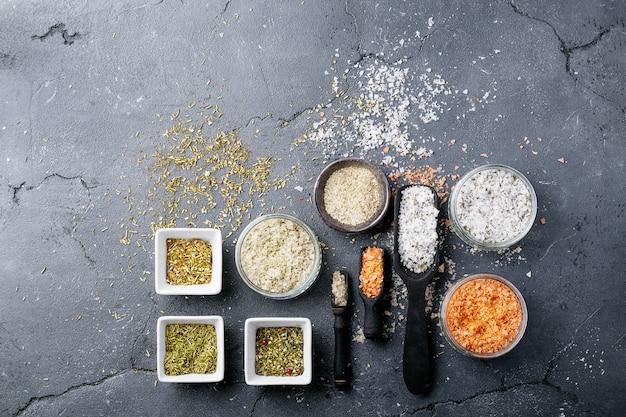 Varietà di sale e condimenti