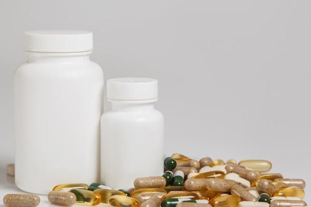 Vasetti e diverse pillole
