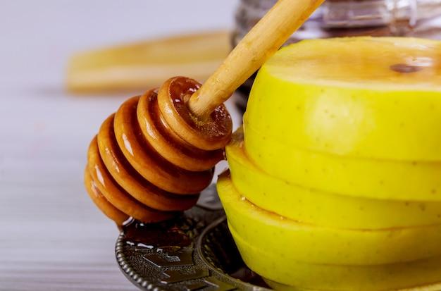 Vasetto di miele con mele rosh hashana festa religiosa ebraica